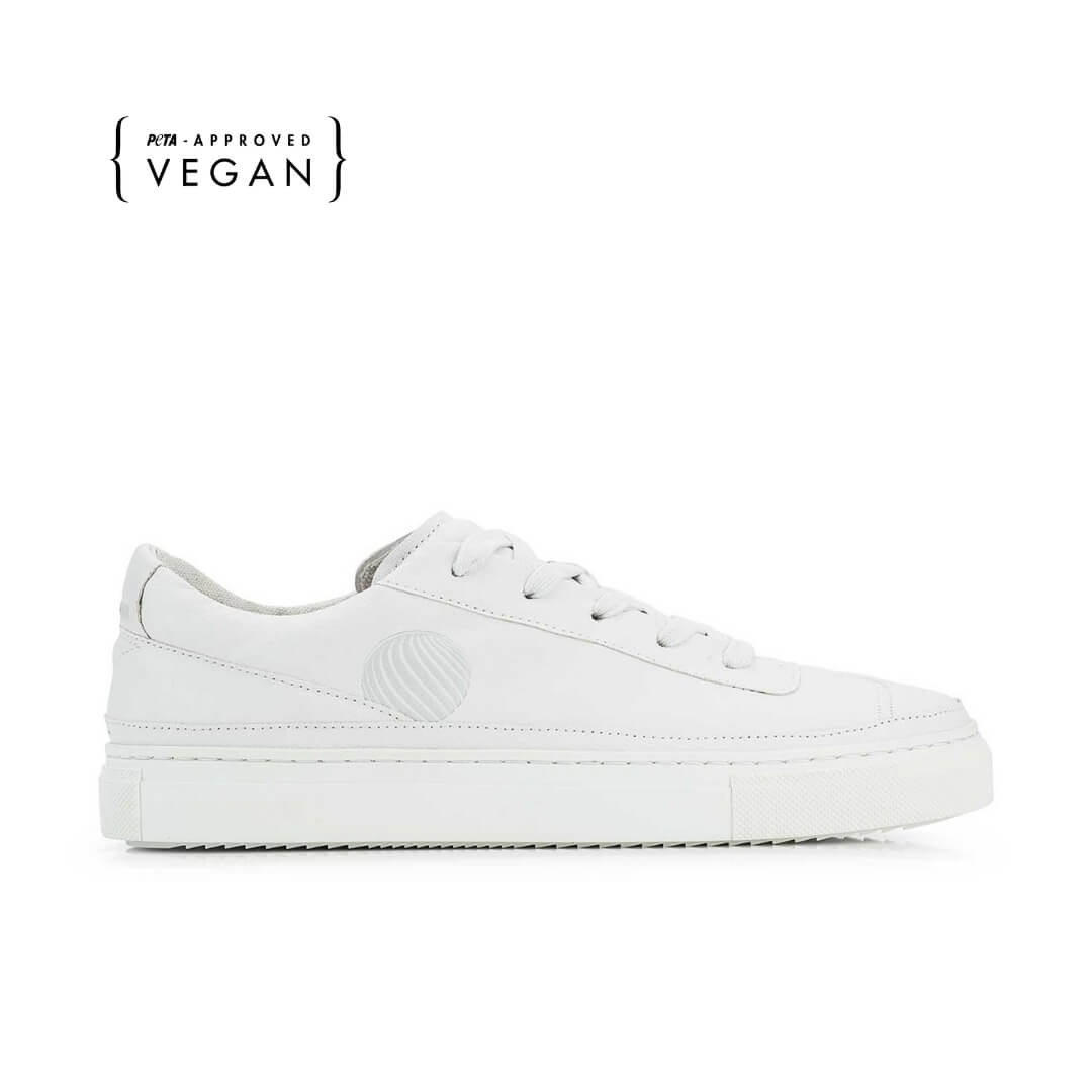duurzaam product: Komrads APL - Mono White - Low - Vegan Sneakers